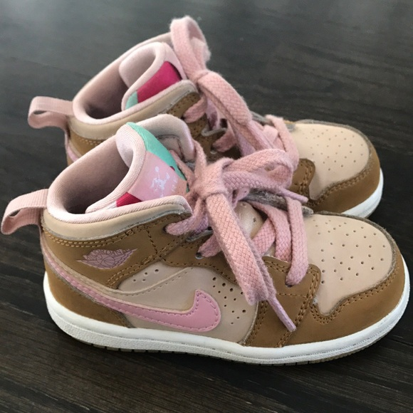 Air Jordan 1 Nike Hare Retro Lola Bunny